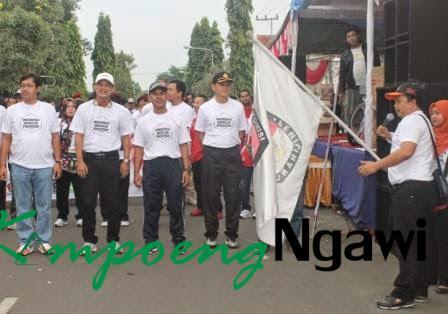 KPUD Ngawi adakan Jalan Sehat Sosialisasikan Pilpres