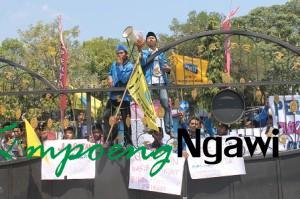 Photo of Mahasiswa Panjat Pintu Gerbang