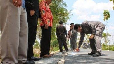 Photo of Sidak Proyek Jalan Tawun – Kasreman , Baru Sebulan Sudah Rusak