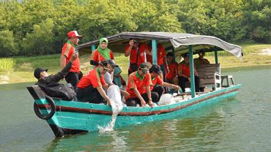 Photo of Sebar 12000 Benih Ikan di Waduk Pondok