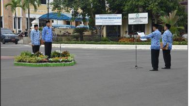 Photo of Bupati Ngawi Pimpin Apel Pembinaan Staf 2015