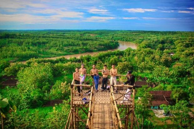 Jembatan Selfie Baru di Bukit Kerek Indah Ngawi