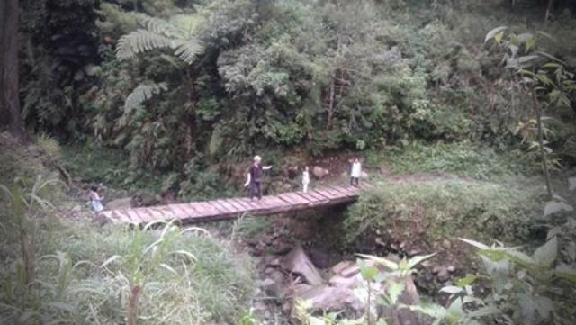 jembatan-kayu-segawen