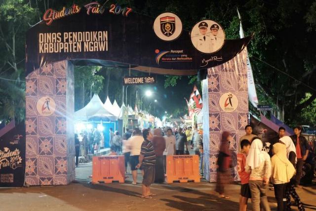 ramai-pengunjung-ngawi-student-fair-2017