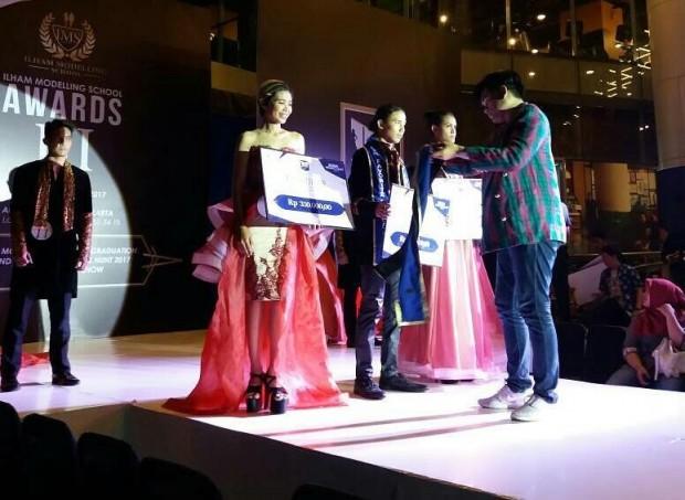 Enno Maxi Yamara Sabet Juara Favorit IMS Award 2017