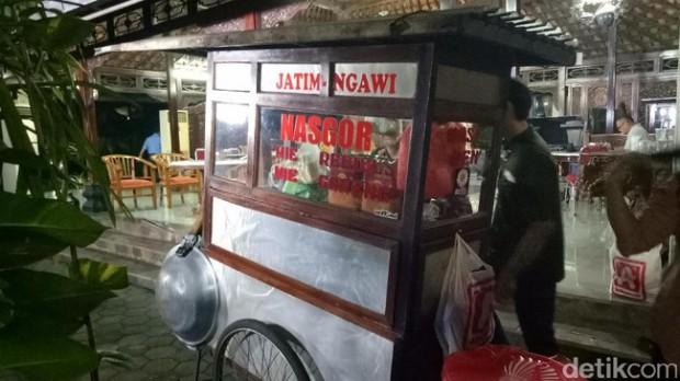 Nasi Goreng Sri Hartini Ngawi Jadi Trending Topic