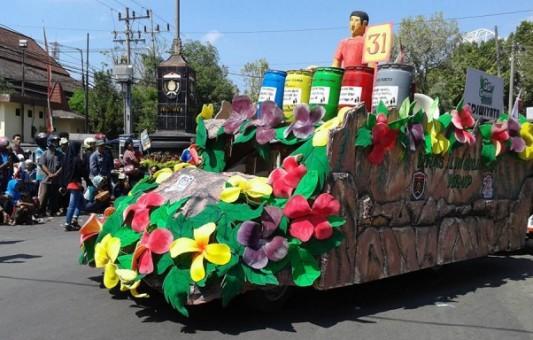 Berbagai Bentuk Kreatifitas dalam Pawai Kendaraan Hias