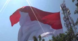 Bendera Merah Putih Raksasa Berkibar di Ngawi