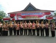 Bupati Ngawi Serahkan Piala Kepada Juara Perkemahan Hari Pramuka 56