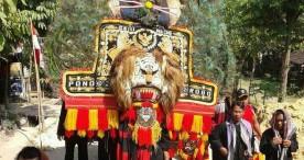 Tampil Iconic, Lurah Cangakan Mainkan Reog di Karnaval