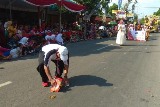 Bagaimanapun Meriahnya Karnaval Tetap Selalu Jaga Kebersihan