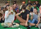 1000 Orang Ngeteh Bareng di Girikerto Diramaikan Turis dari Eropa
