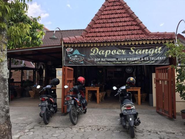 dapoer-sangit-1
