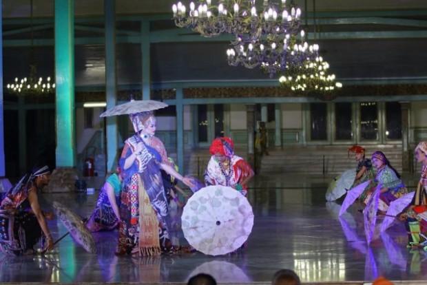 Riding The Wave Dian Oerip di Umbrella Fashion Indonesia 2017