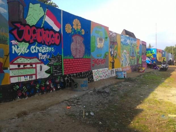 Desa Jogorogo Punya Tembok Mural Terpanjang Se-Ngawi