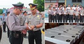 Kapolres Ngawi Bagikan 26 Smartphone kepada Tim Cyber Troops