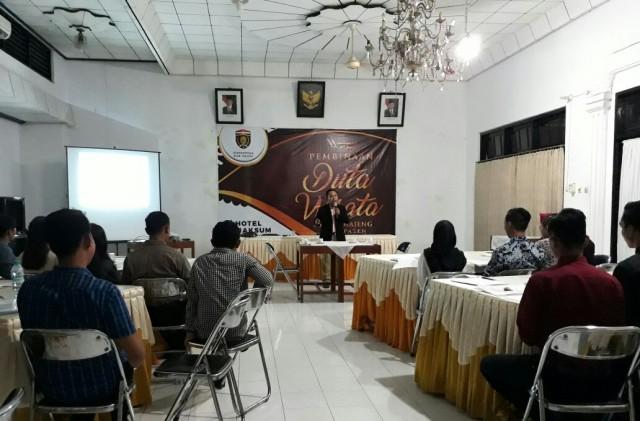 Pembinaan Duta Wisata Dimas Diajeng Kabupaten Ngawi, Sabtu-Minggu (25/26/11) di Hotel Maksum. Foto- Dok. Disparpora Ngawi