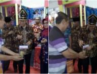 Walikota Padang Cicipi Peyek Daun Jambu Ngawi di Batam Expo 2017