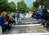 Peringati Hari Pahlawan, PMII Ngawi Gelar Istighosah dan Tabur Bunga