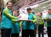 Suyadi Menerima Penghargaan Pelestari Fungsi Kategori Perintis Tingkat Provinsi Jatim 2017