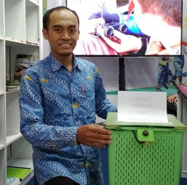 Tempat Sampah Robot Karya Tim SDIT Harum Ngawi Dipamerkan di Jakarta
