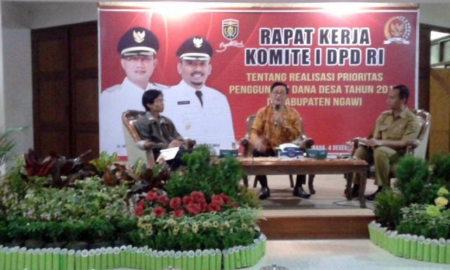 Rapat Kerja Komite I DPD RI bersama seluruh Kepala Desa se-Kabupaten Ngawi, Senin (04/12) di Kantor Bupati. Foto-Twitter/Prawoto