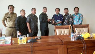 Photo of Ketua DPRD Ngawi Didampingi Para Wakilnya Berkunjung ke DPRD Ogan Hilir