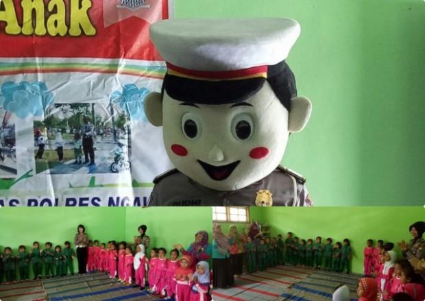 Polisi Sabahat Anak Menyapa Anak-Anak TK Darma Wanita Desa Dero