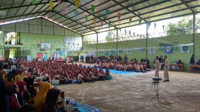 Siswa SMA Negeri 1 Ngawi antusias mengikuti pemaparan informasi kampus oleh perwakilan perguruan tinggi. Foto- EventNgaw1