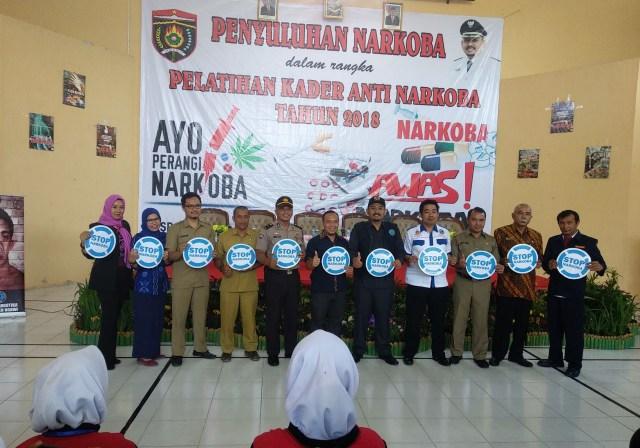Ketua BNK Ngawi, Ony Anwar beserta undangan khusus dan pemateri berfoto bersama usai pembukaan. Foto-Istimewa
