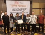 KPU Ngawi Mendapat Penghargaan Pelaksana Kegiatan Penetapan DPS Terbaik se-Jatim