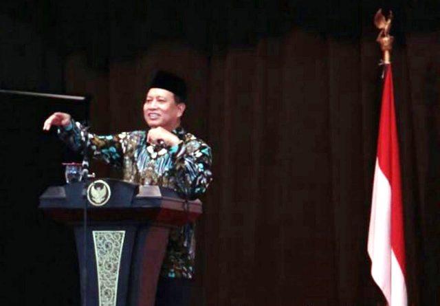 Menristekdikti, M. Nasir dalam kuliah umum/sarasehan pendidikan di Gedung Eka Kapti Ngawi, Jumat (30/03). Foto-Dok. KemristekDikti