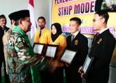 34 Mahasiswa STKIP Modern Ngawi Terima Beasiswa senilai 2 Milyar