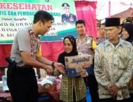 Kapolres Ngawi Pimpin Kegiatan Pengobatan Gratis dan Pembagian Sembako di Desa Kerek