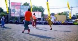 Tendangan Paripurna Kapolres Ngawi Meramaikan Futsal Bersarung