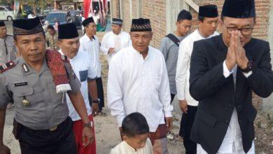 Photo of Bupati Ngawi Serahkan 1 Ekor Sapi dan 15 Ekor Kambing Di Desa Bangunrejo Lor