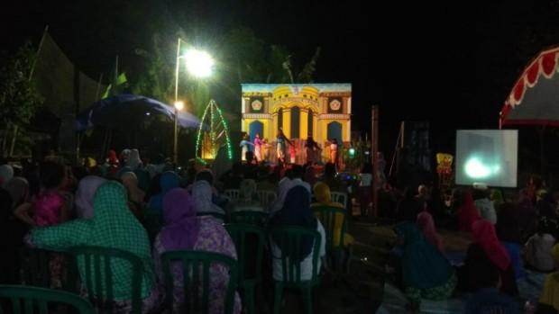 Masyarakat Larut dalam Kemeriahan Malam Puncak Pentas Seni Desa Ngompro