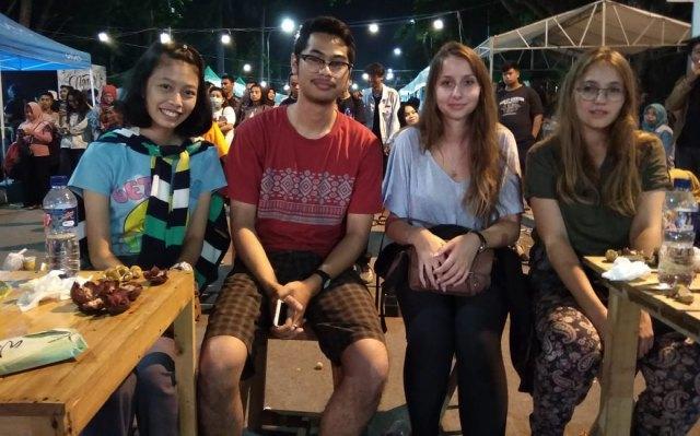 Ylang dari Perancis dan Isabella dari Austria yang turut hadir dalam Ngawi Tourism Festival, Sabtu (22/09/2018). Foto-Istimewa