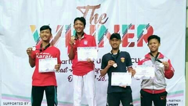 M. RIvaldo Firmansyah (kaos hitam) raih Juara 3 kejuaraan Southeast Asian Karate Championship- Yogyakarta State University Cup VIII. Foto-Istimewa/WAG