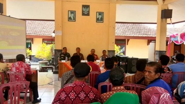 Wakil Bupati Ony Anwar berdiskusi dengan masyarakat di Pendopo Kecamatan Bringin, Kamis (25/10/2018). Foto-KampoengNgawi.com/Alfa