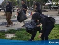 Aksi Dimas Diajeng Ngawi 2018 Bersihkan Sampah di Alun-Alun Merdeka