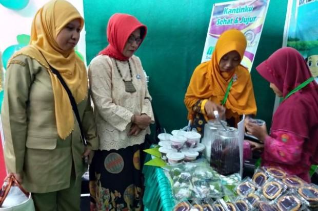 MIM Kartoharjo Pamerkan Aneka Makanan Berbahan Ubi dalam Festival Jajanan Kantin Sekolah di Surabaya