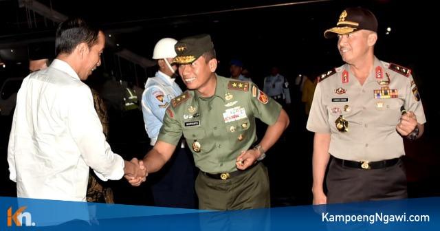 Jokowi Saat Tiba di Pangkalan TNI AU, Adi Soemarmo, Selasa (27/11/2018). Foto-Biro Press Kepresidenan