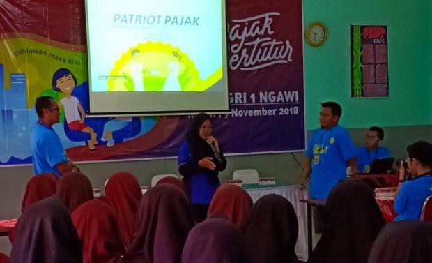 KPP Pratama Ngawi Berikan Sosialisasi Pajak di SMK PGRI 1 Ngawi