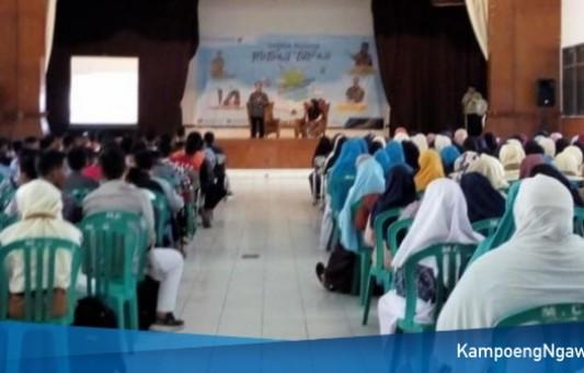 Ratusan Peserta Ikuti Seminar Nasional Motivasi Literasi Dengan Buku Keliling Dunia