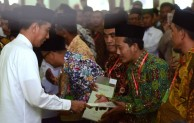 253 Sertifikat Wakaf Dibagikan Presiden Jokowi di Masjid Baiturrahman Ngawi