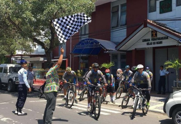 Pegawai Lapas Ngawi Gowes 70 Km Dalam Rangka Hari Bhakti Pemasyarakatan ke-55