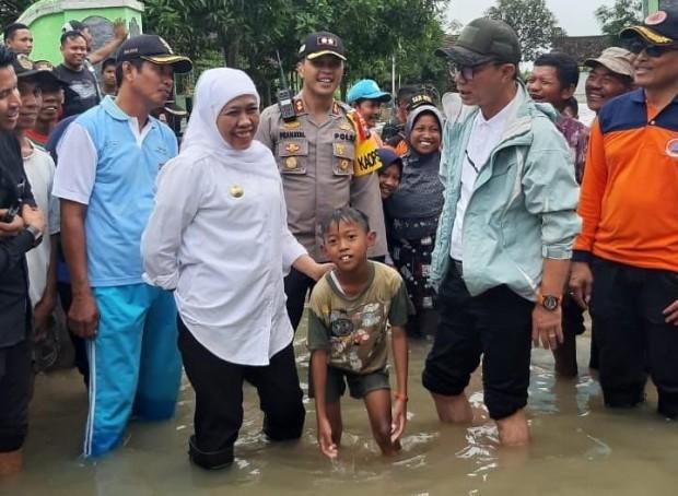 Khofifah Berharap Penanganan Banjir di Ngawi Dilakukan Secara Maksimal