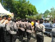 Petugas Melakukan Simulasi Sistem Pengamanan Pemilu 2019 Ngawi di Alun-Alun Merdeka