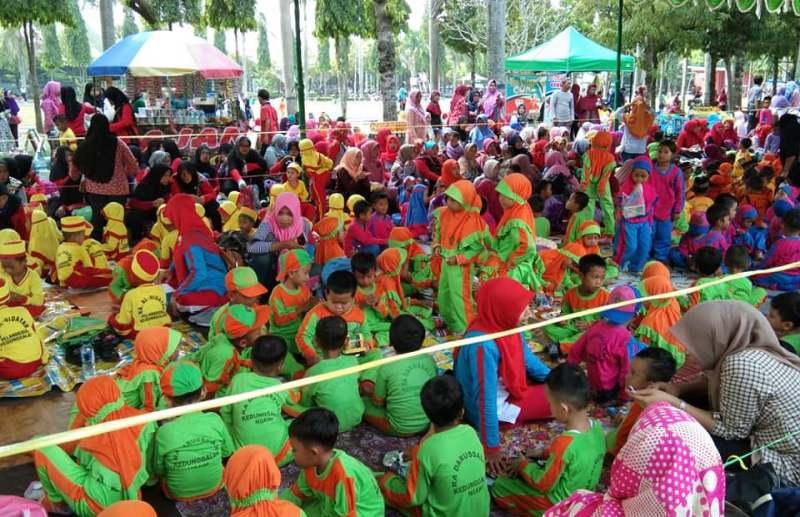 Ribuan Peserta Ikuti Gebyar Guru dan Siswa Raudhatul Athfal kabupaten Ngawi 2019, Selasa (09/04/2019). Foto-Istimewa/Triya